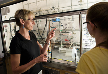 Professor Laura Kiessling and student in a research lab, photo by Jeff Miller